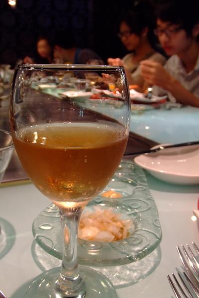 主廚招待的氣泡香檳.jpg