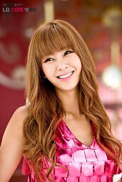 Korean_singer_G.NA_LG_Promo_photograph.jpg