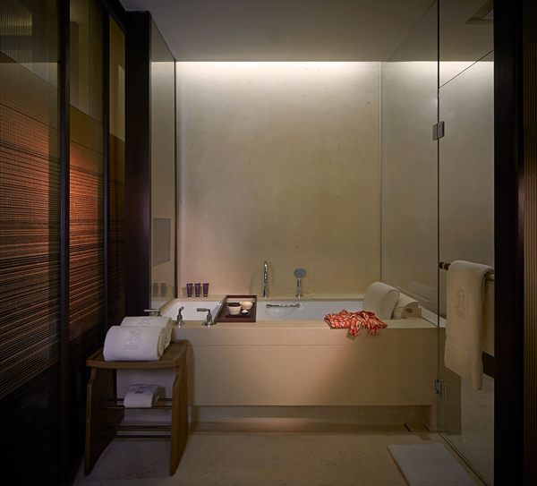 The Sawangan Junior Suite-Bathtub