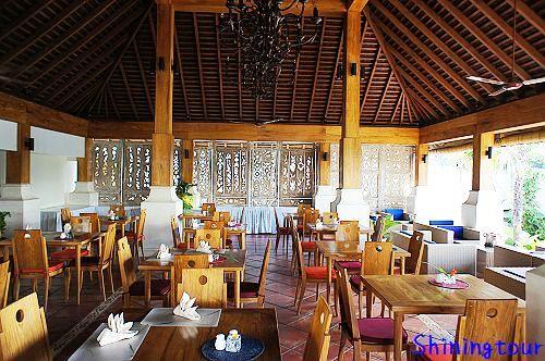 Villa Kayu Raja