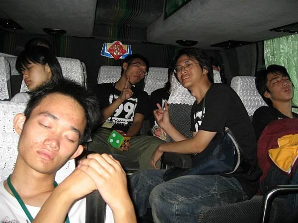 人家都在睡你們一直吵.JPG