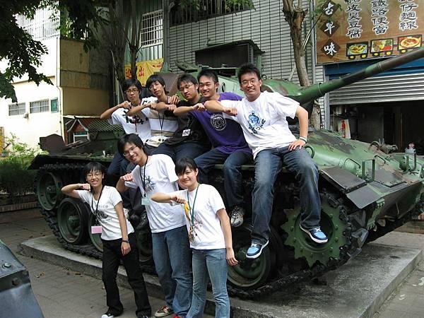 與坦克合照.JPG