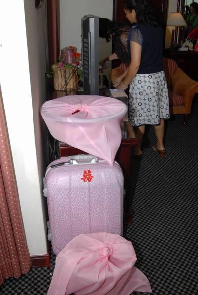 婚俗用品+粉紅豹文行李箱