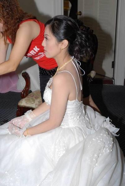 訂完婚馬上換白紗準備迎娶