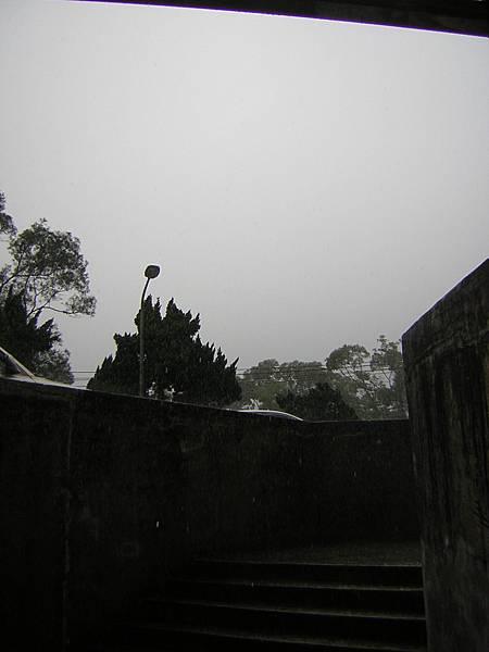 大雨。大雨。一直下....