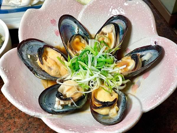 鍋裏汆燙或是交給主廚以蒜蒸方式品嚐,一口咬下就能感受到滿滿的海洋鮮味在口中蔓延開來,鮮嫩Q彈的肉質,是一般淡菜無法比擬的.jpeg