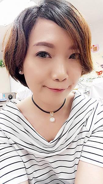上課練習韓式妝容