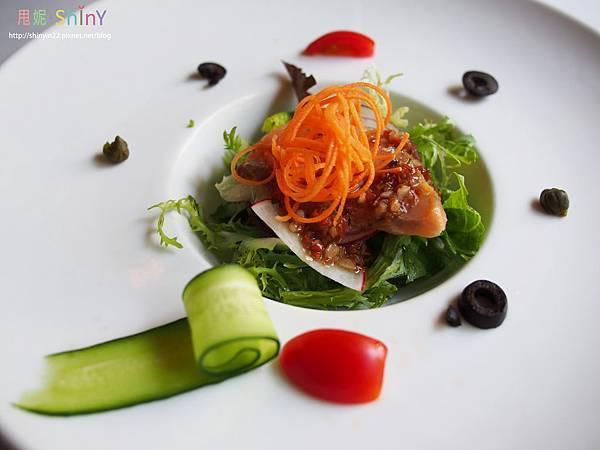 生鮭魚沙拉.jpg