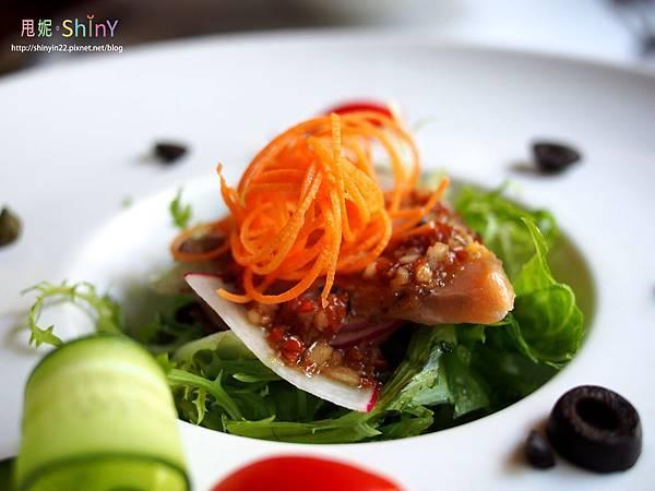生鮭魚沙拉2.jpg