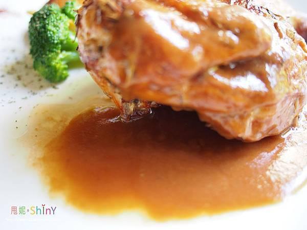 迷迭香烤半雞佐紅酒醬2.jpg
