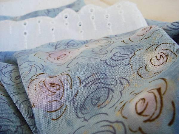 990619藍玫瑰佐蕾絲夏日圍巾3.jpg