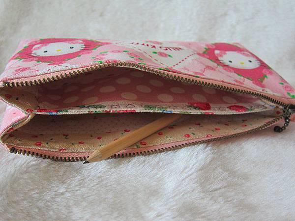 1000110Hello Kitty双層立體筆袋[キティ ペンケース]5.jpg