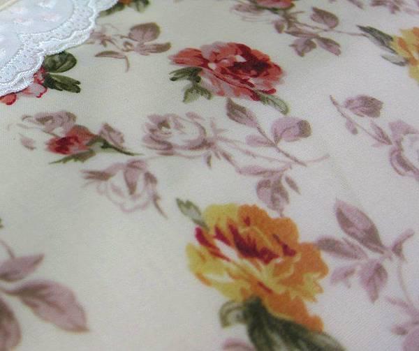 1000203玫瑰花佐蕾絲防水桌布6.jpg