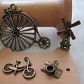 古銅吊飾~腳踏車.相機.風車