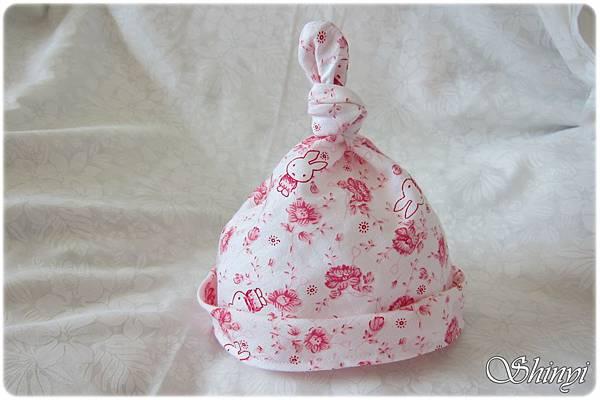 1001024嬰兒滿月禮-粉紅兔寶寶2a_cover_嬰兒帽a.JPG