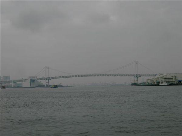 在渡輪上看彩虹大橋