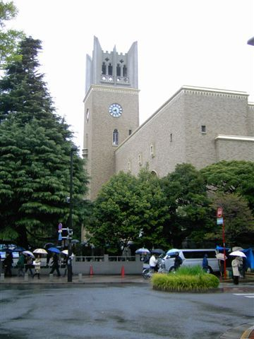 早稻田的大隈講堂...跟東大的安田講堂哪個有名?