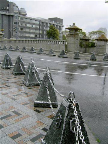 上班日加下雨天,少了cosplay的美少女,神宮橋看起來好落漠