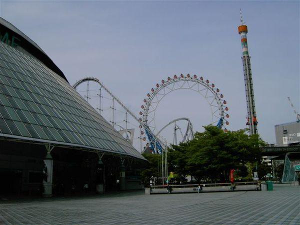 後樂園緊鄰東京巨蛋