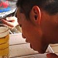 不願浪費任何一滴啤酒