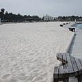 漁港居然有人工沙灘啊~