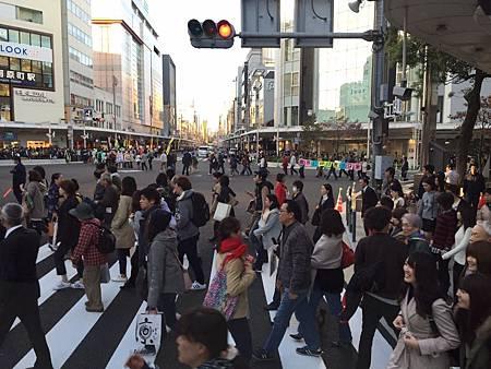 離開人潮人往的京都