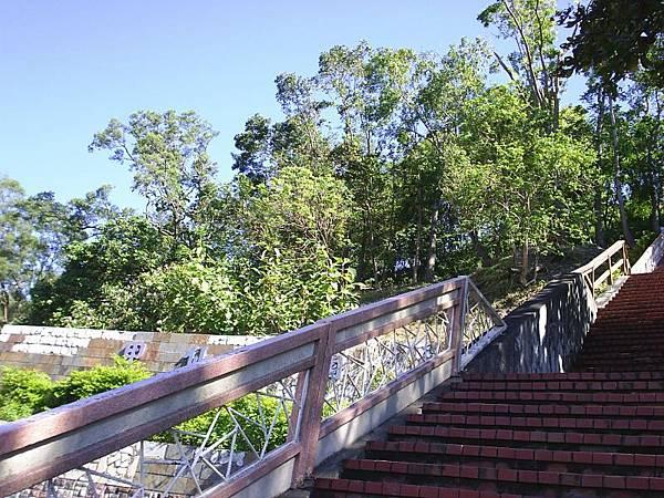 甲仙公園階梯,今天坐在這裡吃芋粿