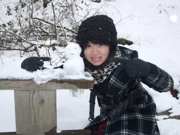 與雪人合照