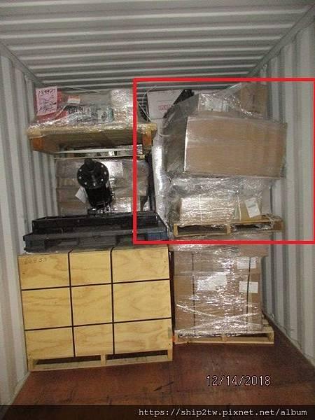 ship2tw代收之後確認包裝完整,  接下來就會安排進行裝櫃,美國出口報關,海運船期安排,  下圖為張老闆代購的一些小的汽車零件,ship2tw會固定在棧板上面讓海運過重可以安全又牢固,