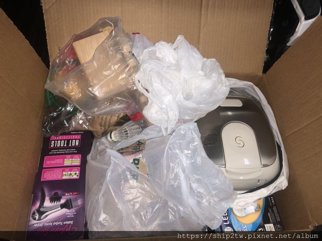 不管是要將美國生活用的熱水瓶、按摩棒、梳子、化妝品、保養品、杯子、羽毛球、吉他、等等生活雜物都可以放進加厚硬紙箱中海運回台灣, 華僑王先生從美國海運回台灣的22箱家當中的其中一箱, 當然放進加厚硬紙箱的東西要放齊整及包裝好,不要留太大空間讓它們彼此碰來撞去才可以在運回台灣之後還是完好無缺的