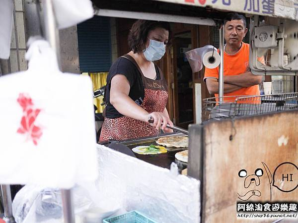 【桃園小吃】高雄蔥油餅-包肉蔥油餅趁熱吃.合作金庫/蔥油餅/巷弄美食