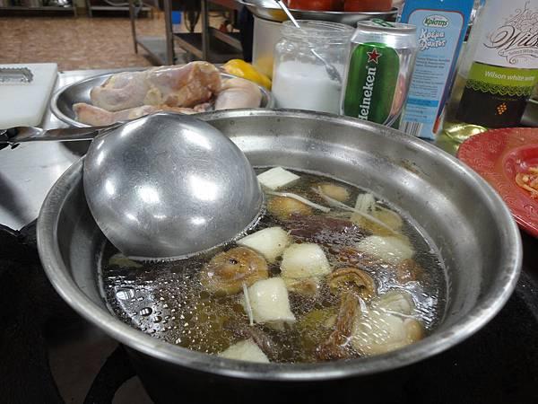 什菇養生雞湯