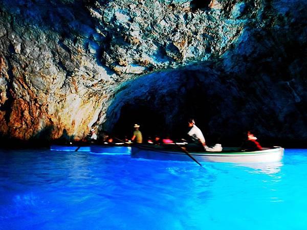 23.義大利藍洞