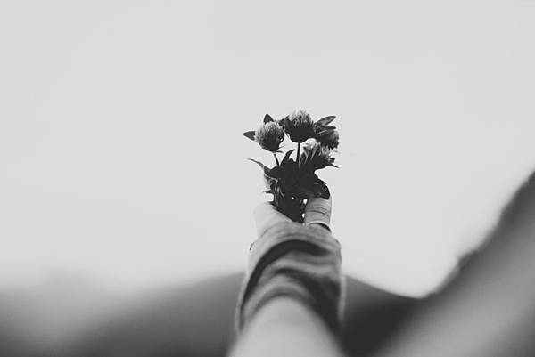 black-and-white-image-of-woman-holding-flowers_加Photo via VisualHunt.com.jpg