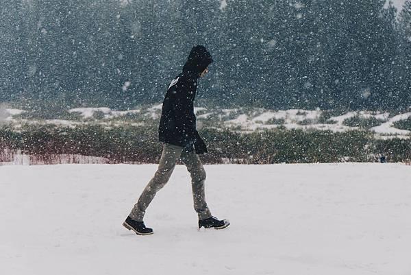 bossfight-free-stock-photos-man-snow-jacket-black.jpg