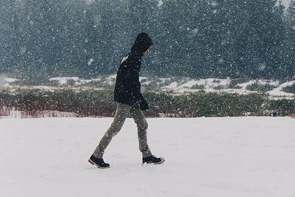 bossfight-free-stock-photos-man-snow-jacket-black.jpg