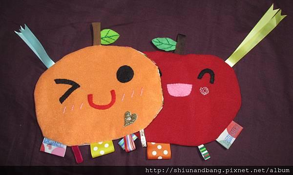 20131215橘子蘋果響紙安撫巾2