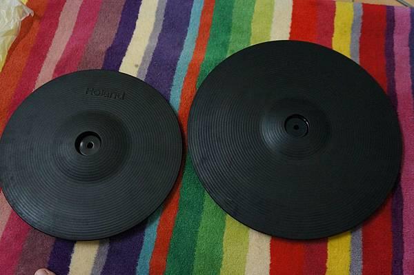 右邊是新買的14吋 Crash Cymbal
