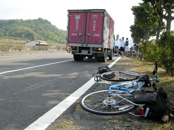 貨車剛好可以幫忙擋住後方來車