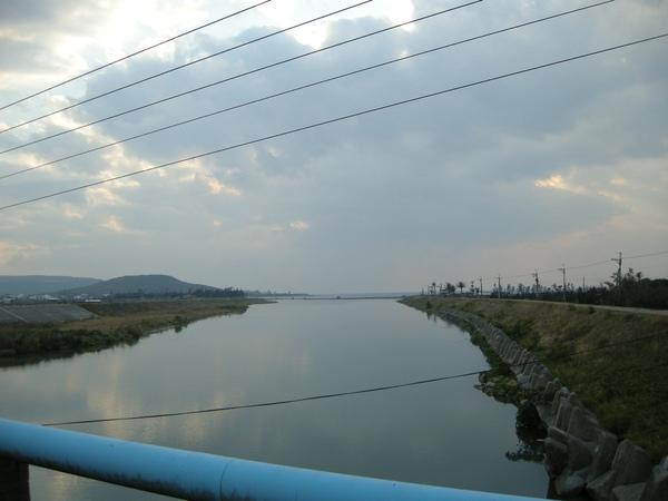 在某個橋上稍做休息