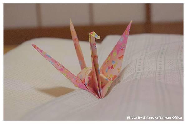 一進房間 小小的紙鶴靜靜的等著 一陣暖意就襲上心頭