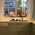 夢幻廚房。很寬大的洗碗槽。