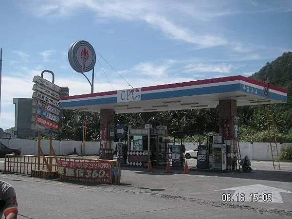 綠島唯一的加油站.JPG