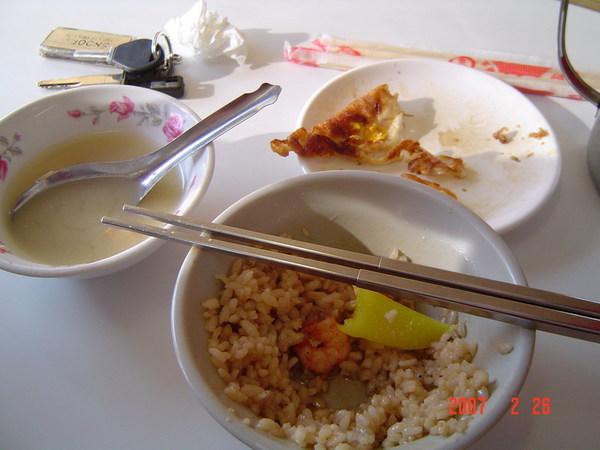 吃到一半才想起要拍照的蝦仁飯.味增湯外加鴨蛋