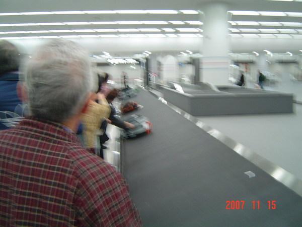 名古屋機場行李輸送帶(後來有被日本警察制止@@)
