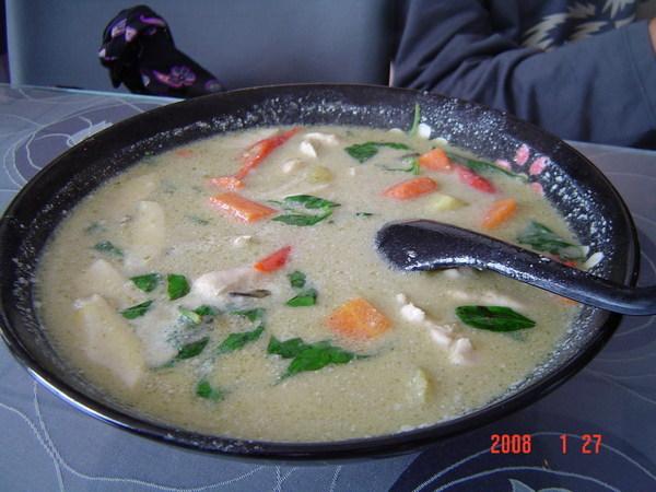 PAPAYA餐廳~綠咖哩雞肉(150元)