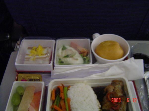 回程飛機~豬肉飯套餐