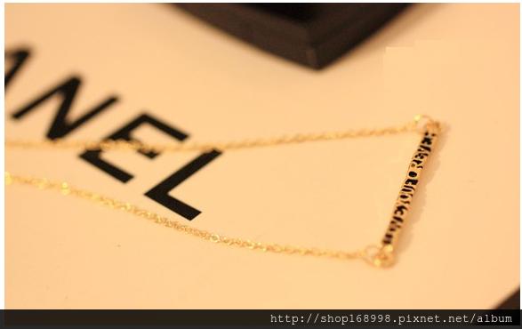 特價秒殺「歐美妞」金色。字母。纖細。短鏈。項鏈