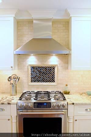 hood_detail_white_kitchen[1].JPG