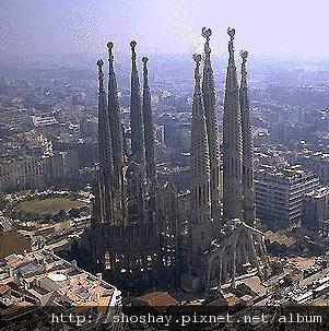 p_61_La-Sagrada-Familia-barcelon[1].jpg
